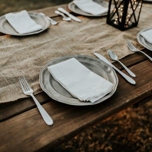lautanen odottaa ruokaa